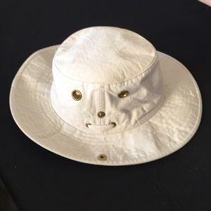 a23edd1880f Tilley Accessories - Tilley Cotton Duck Side-Snap Hat